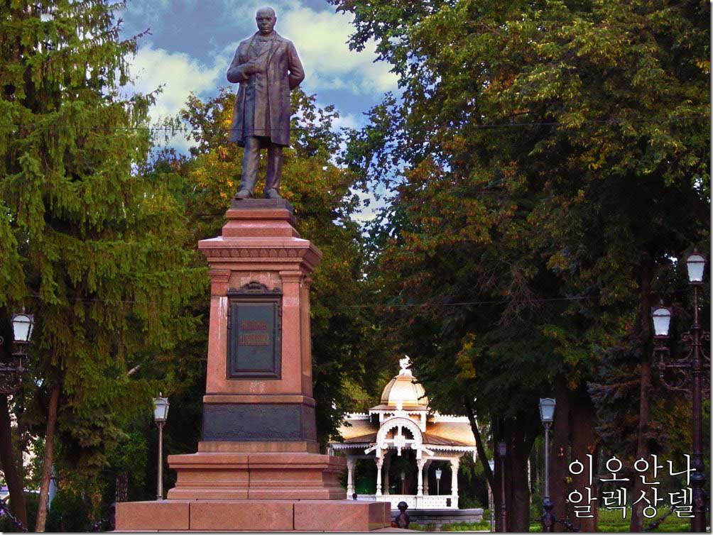Пам'ятник Івану Харитоненко