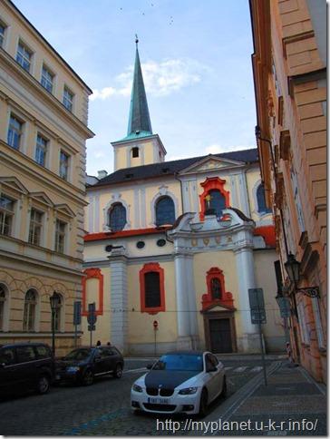 Красивые машинки на улицах Праги