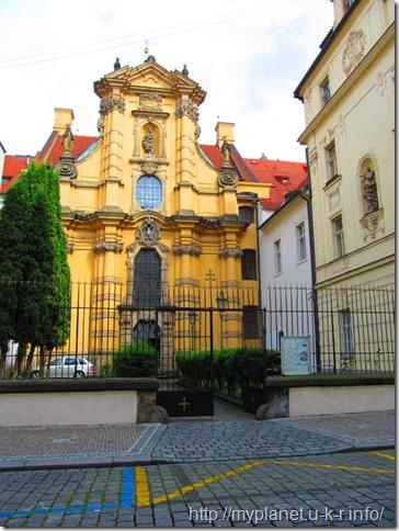 Ще один яскравий маєток в історичній частині Праги