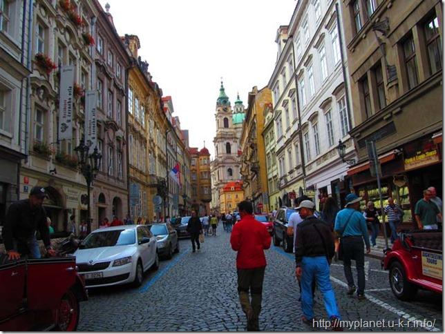 В Праге достопримечательности на каждом шагу...