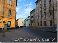 Улица пошире с узенькими тротуарами