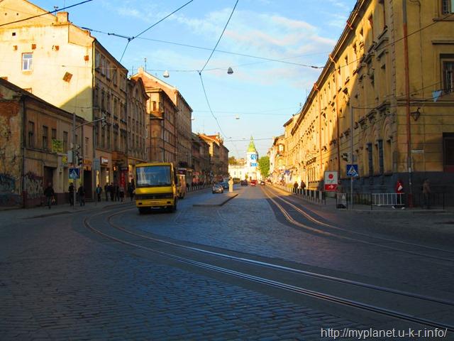 Вул. Городоцька з трамвайними коліями