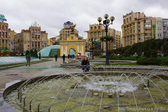 Киев. Лядские ворота на Майдане Незалежности