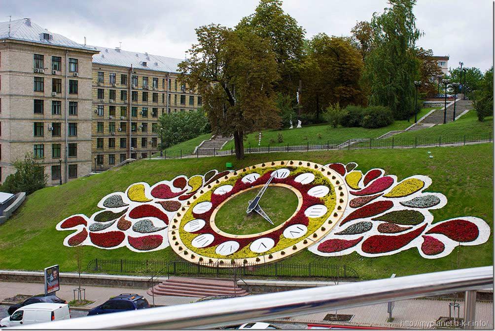 Киев. Цветочные часы на Майдане Незалежности