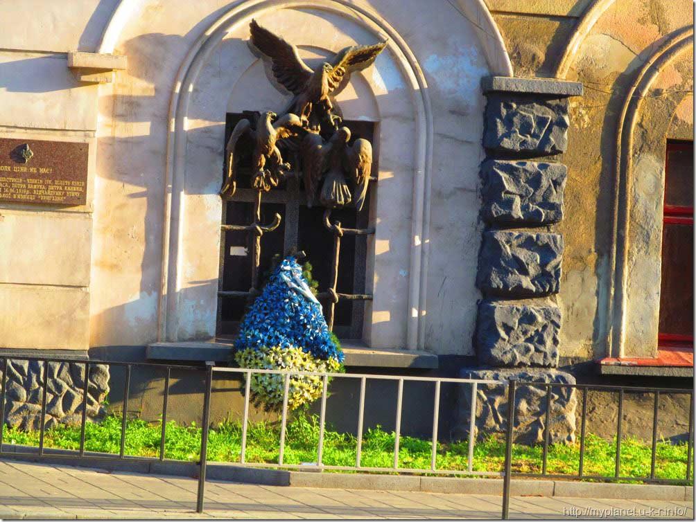 Памятник «Воля ціни не має!»
