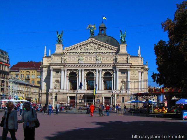 Львівський оперний театр з боку пр. Свободи