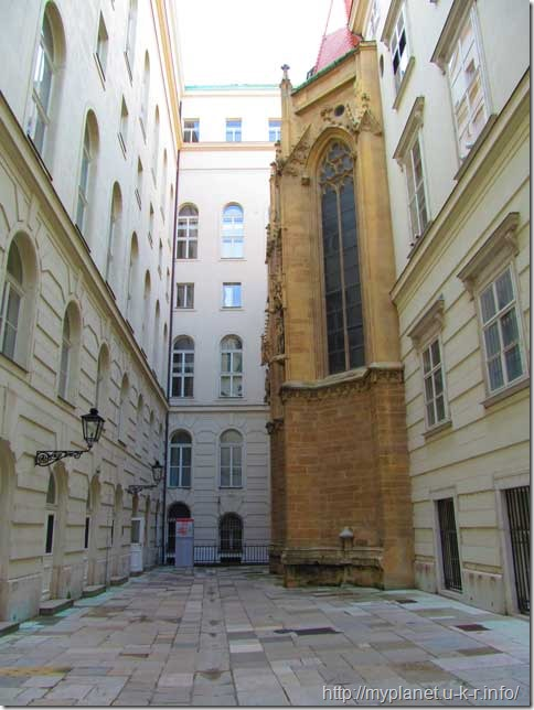 Ще один внутрішній дворик Гофбурга