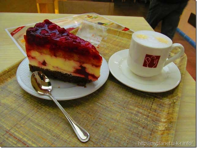 Смаколики з ресторану Rosenberger - смачний торт з Віденською кавою