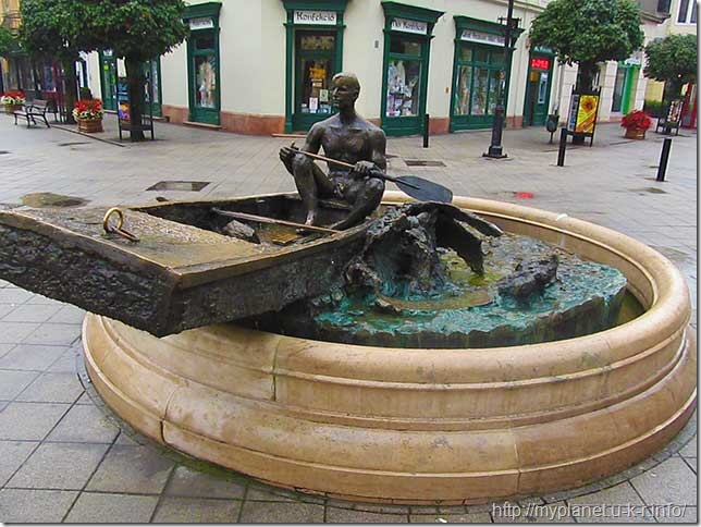 Памятник лодочнику в Дьёре