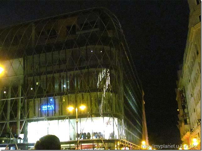 Торгово-офісний центр на Площі Верешмарті в Будапешті