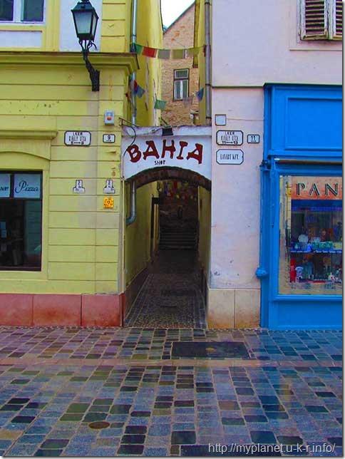 Улица Барош Габор превратилась в узенький проходик