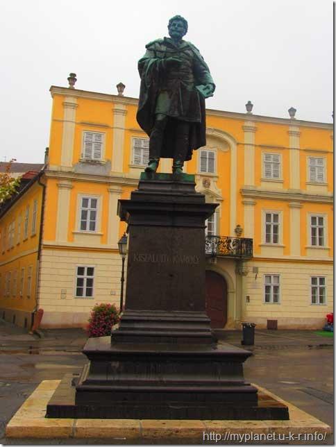 Памятник Карою Кишфалуди (Kisfaludy Károly)