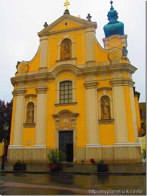 Церковь кармелитов в городе Дьер