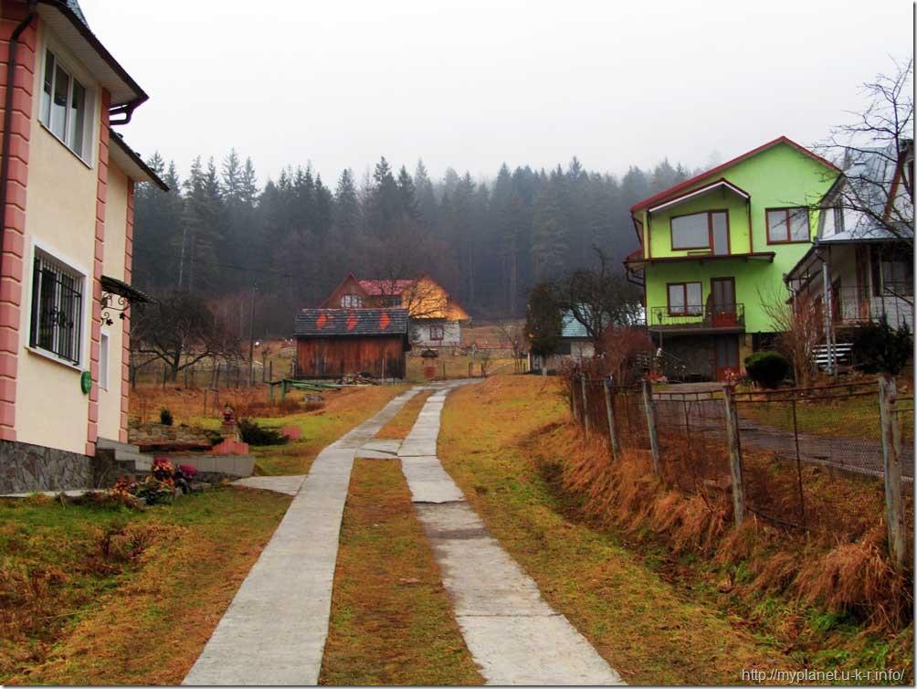 """""""Зимова"""" вулиця в Яремче в кінці січня :)"""