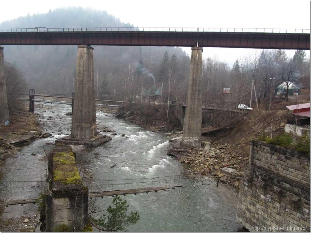Мост через реку Прут в Яремче