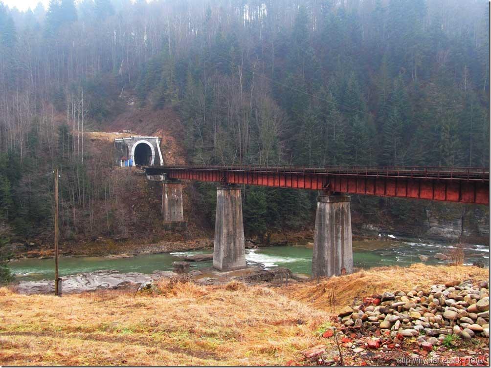 Железнодорожный мост и тоннель в Яремче - другой ракурс
