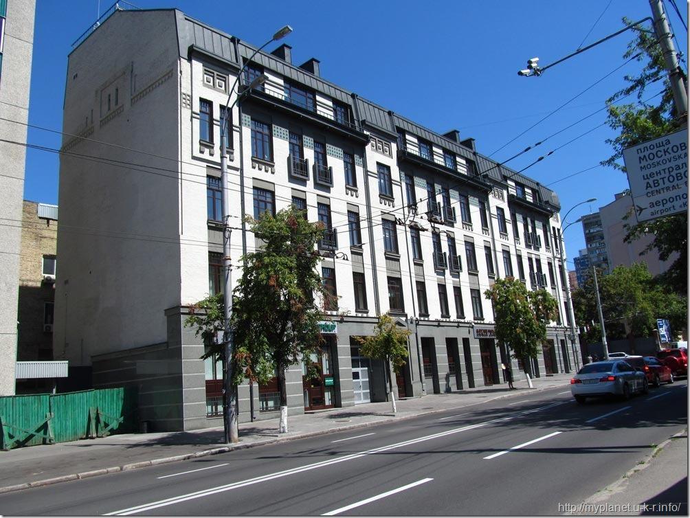 А вот еще одна улица в Киеве