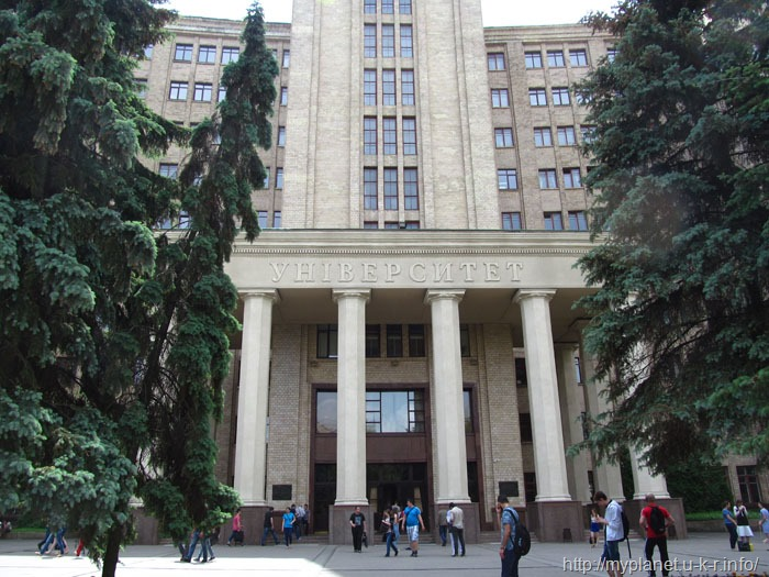 Центральный вход в универ Каразина