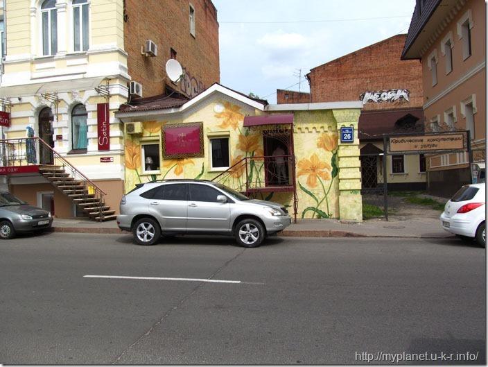Будиночок розмальований ліліями