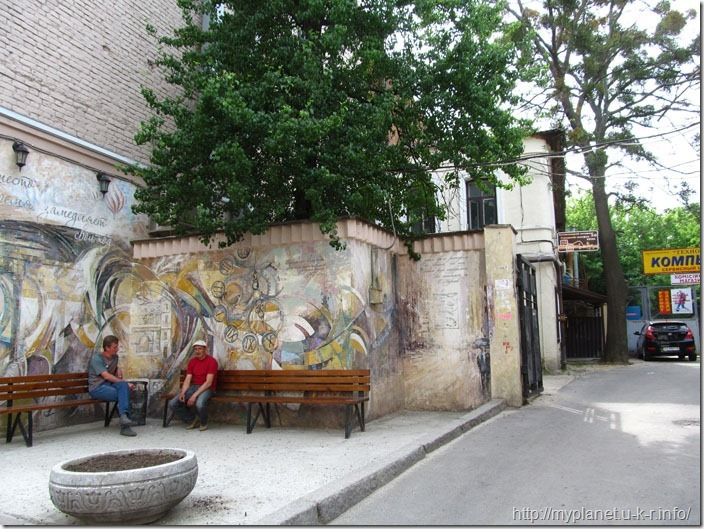 Абстрактний стріт арт на стіні