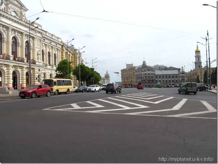 Перекресток дорог с отличным асфальтом