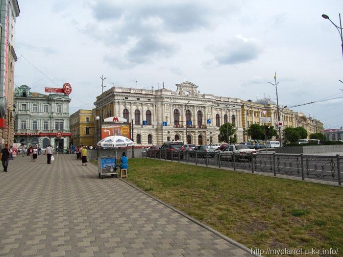 Чистая европейская улочка в Украине :)