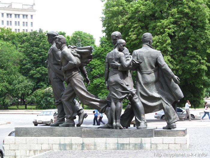 Памятник студбатовцам в Харькове