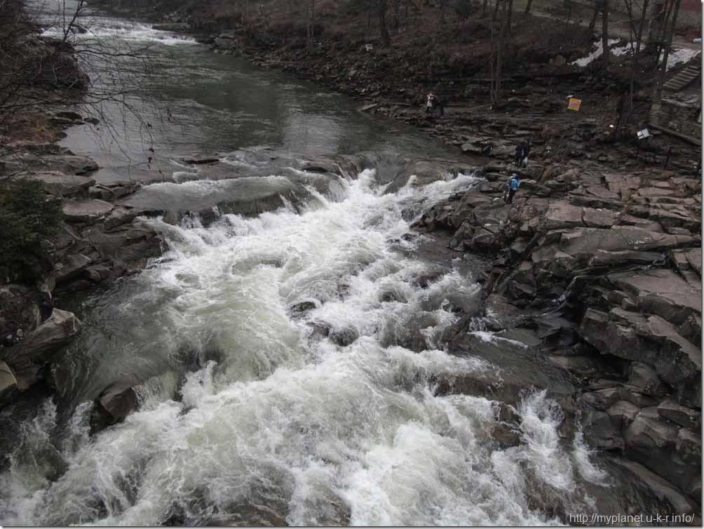 Водоспад Пробій на річці Прут в Яремче