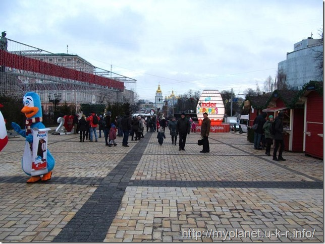 Зверушки для фото и большое яйцо киндерсюрприз на Софиевской площади