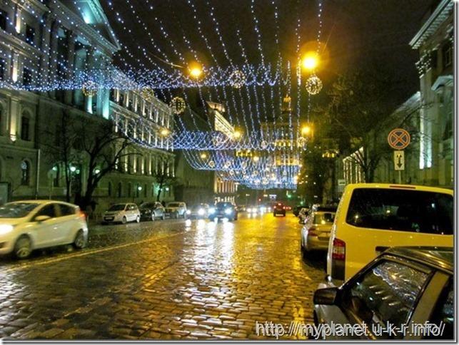 Киев сверкает огнями ночного праздничного города