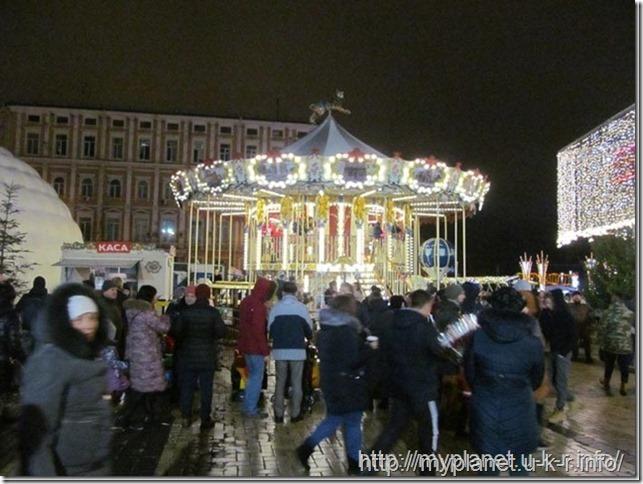 Винтажная карусель на Софиевской площади в Киеве