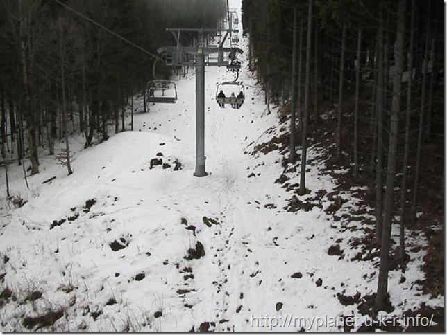 Все ближе и ближе к целы - коридор из деревьев ведет к вершине горы