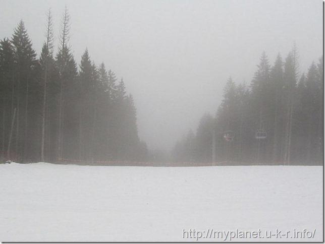 Вершина горы Черная Клева вся в облаках
