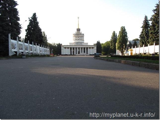 Вхід до Національного Експоцентру України