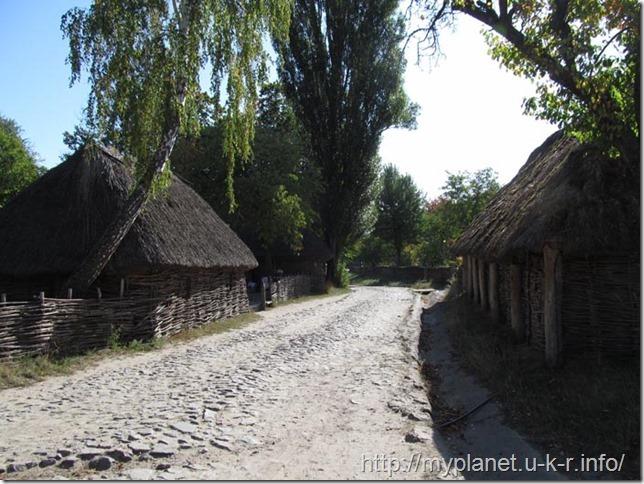 The street of the Ukrainian village of the 18th century