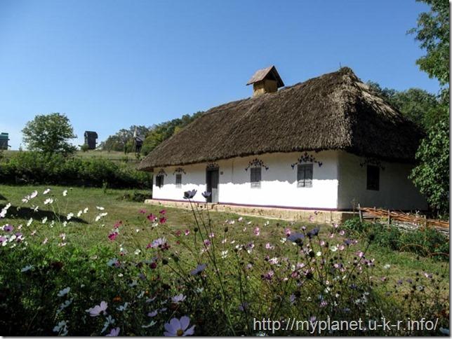 "A house in Ukrainian style in the exposition ""Podillya Region"" in Pirogovo"