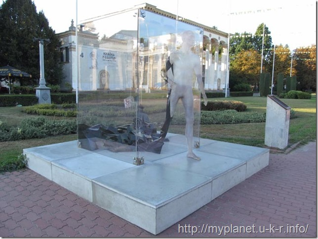 """Exposition """"Transformation"""" on the central alley VDNKh in Kiev"""