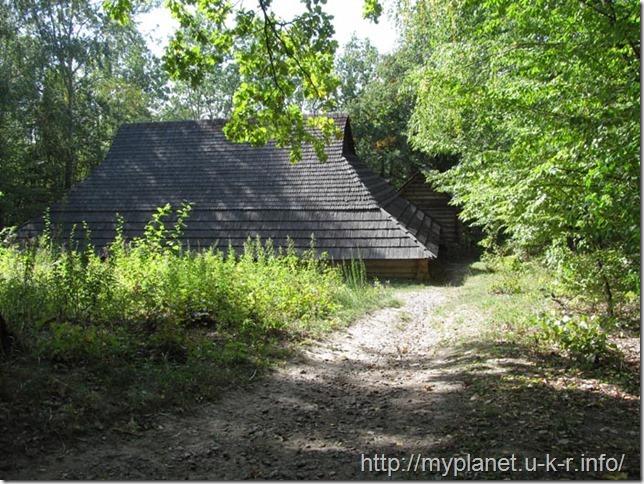 Интересный старинный дом с территории Гуцульщины в Пирогово