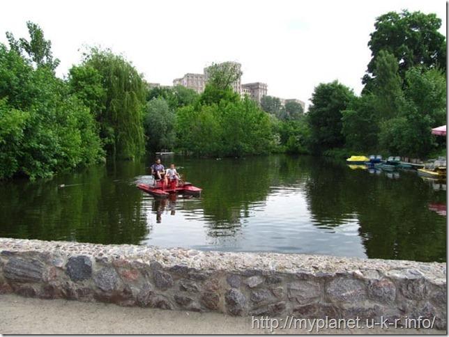 Покатушки на катамаранах по озеру