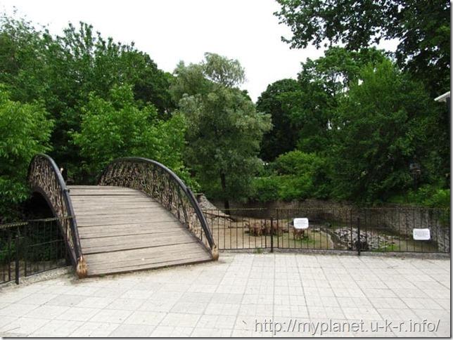 Декоративный мостик в Харьковском зоопарке