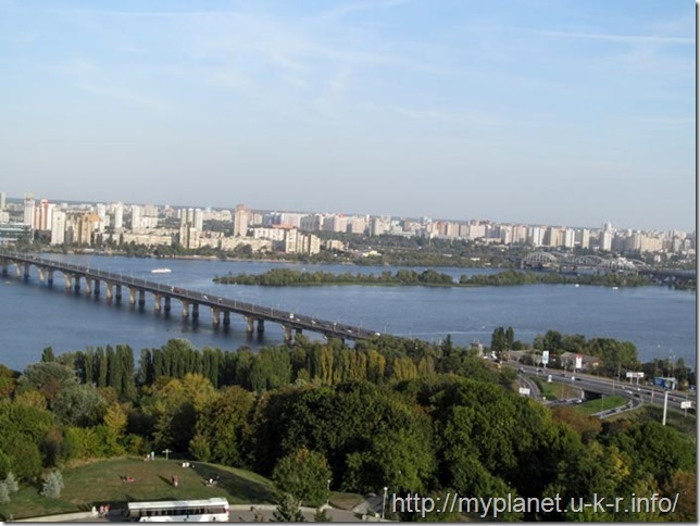 View of the Paton Bridge across the Dnieper