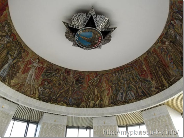 Star of the Order of Victory and a panel illustrating military events on the ceiling of the Hall of Glory