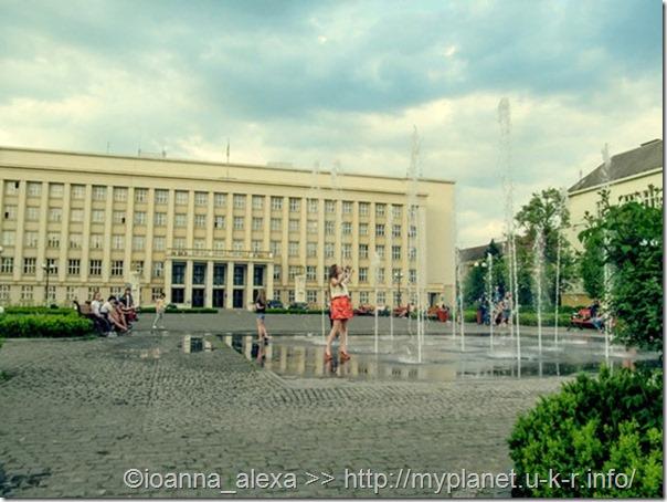Фонтан на Народной площади в Ужгороде