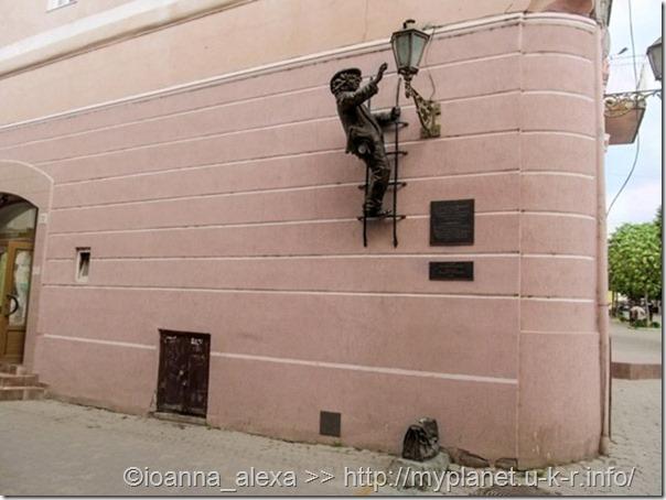 Пам'ятник ліхтарнику дяді Колі в Ужгороді