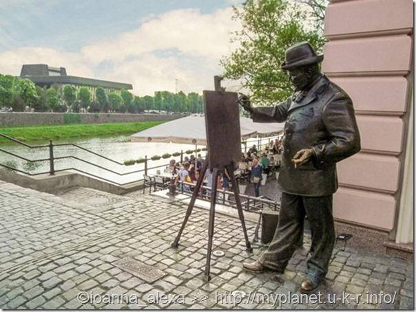 Памятник Художнику Игнатию Рошковичу на берегу реки Уж в Ужгороде
