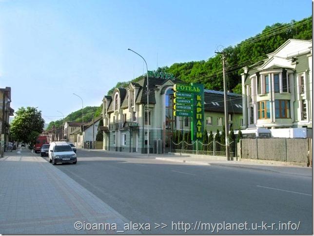 На улице возле автовокзала в Хусте