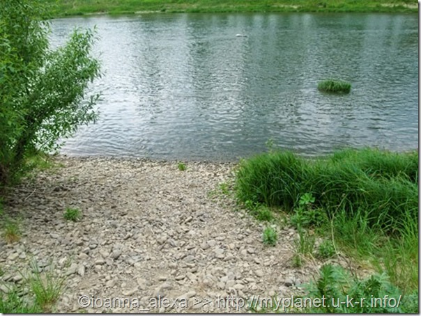 Каменистый берег реки Уж