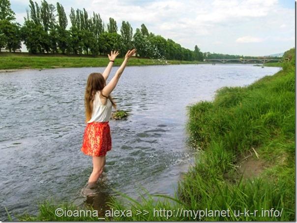 Я «бовтаюся» в річці Уж в Ужгороді