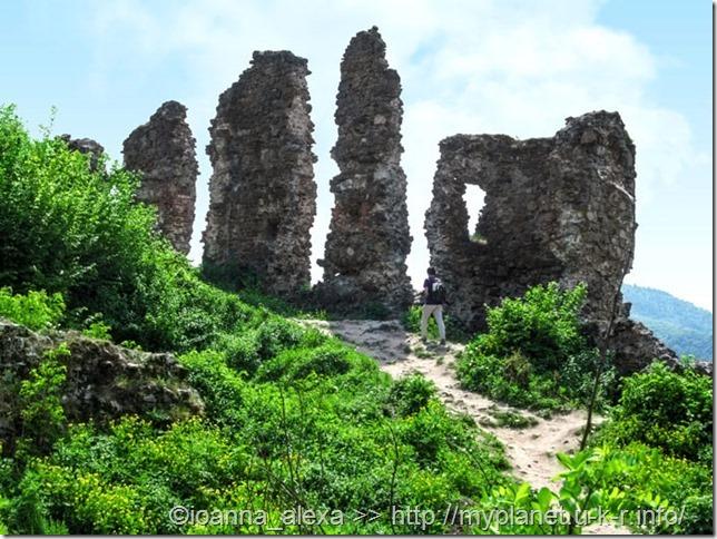 Древние остатки крепостных стен в Хусте