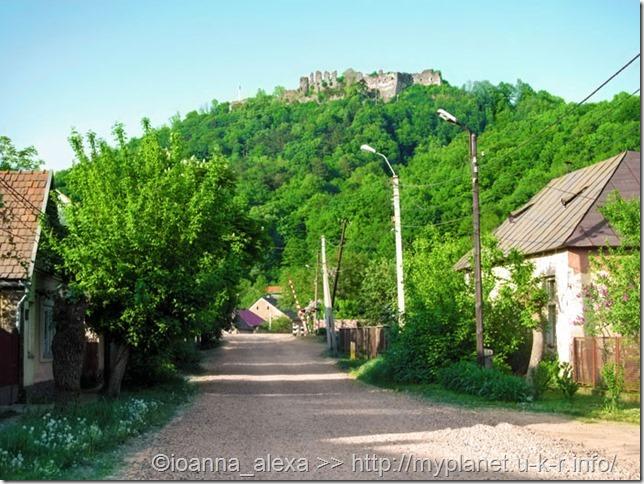 Пейзажи Хуста и руины Хустского замка на горе